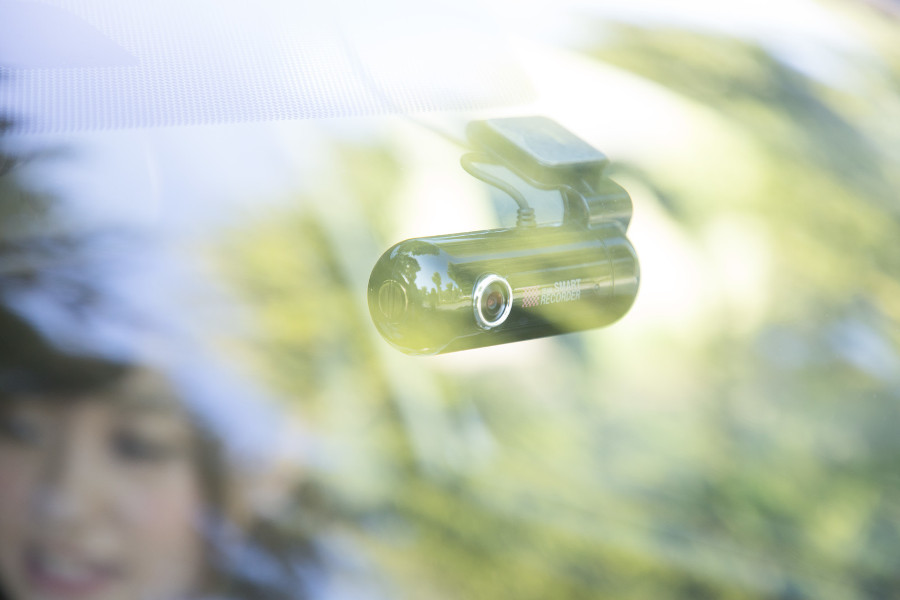 車内に取り付けられたドライブレコーダー