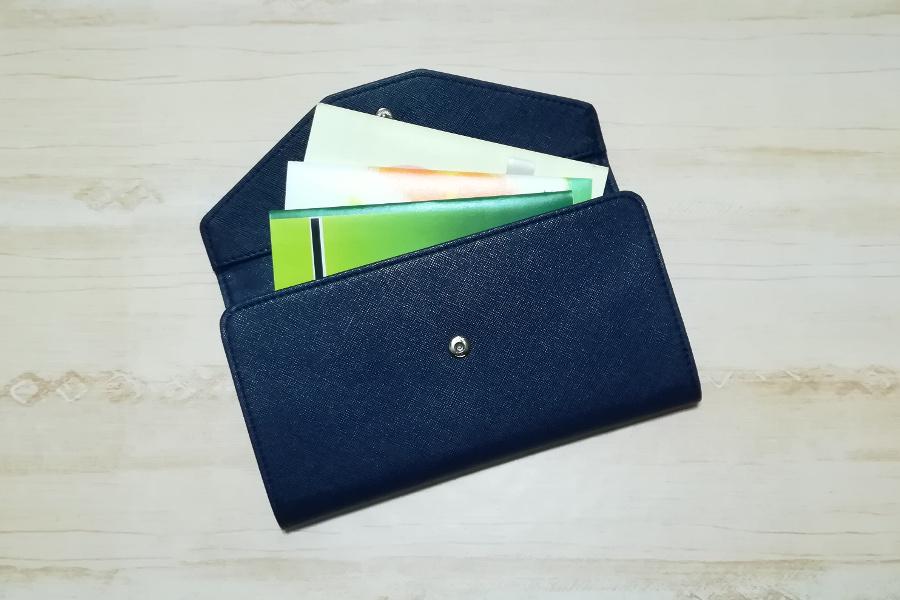 磁気を防ぐケースに通帳やカードを入れて磁気不良の対策