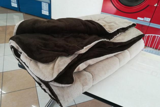 写真:コインランドリーで洗濯・乾燥を済ませたこたつ布団